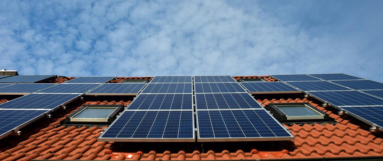 Acurat Facility Service - Reinigung von Photovoltaik-und-Solaranlagen